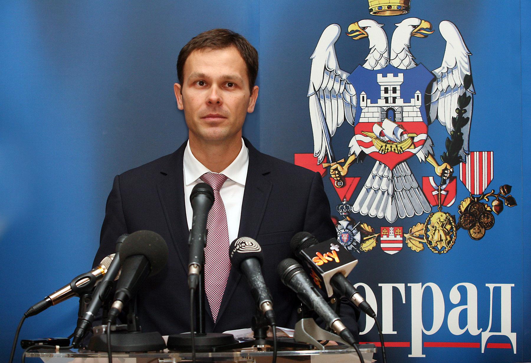 """Belgrade mayor's doctorate """"terrible plagiarism"""""""