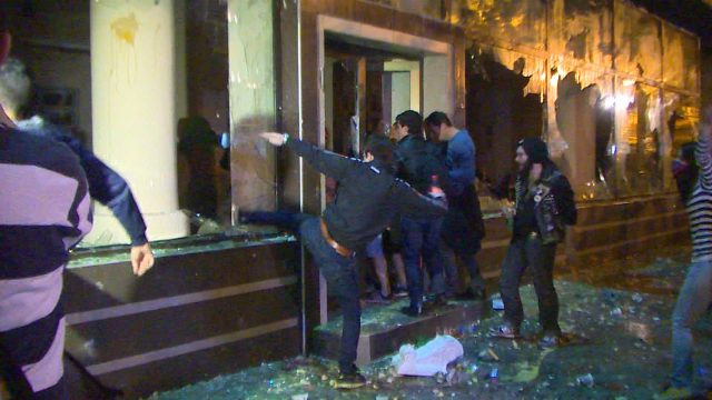 Night of protests in Skopje, several wounded and injured