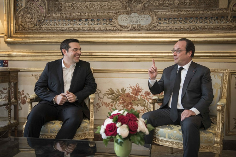 Tsipras – Hollande discuss evaluation and refugee issue