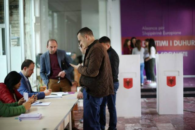 Socialists' referendum, democracy or a rigged process?