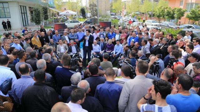 """Economic recovery once the """"oligarchs"""" leave, promises leader of opposition"""