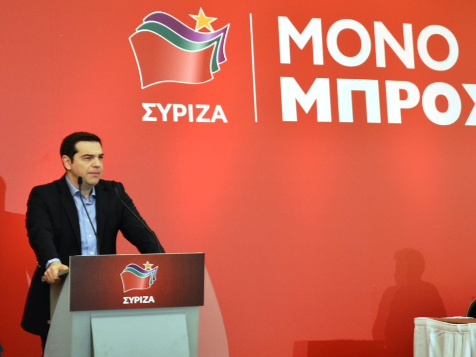 Tsipras weighing options with mind on opinion polls