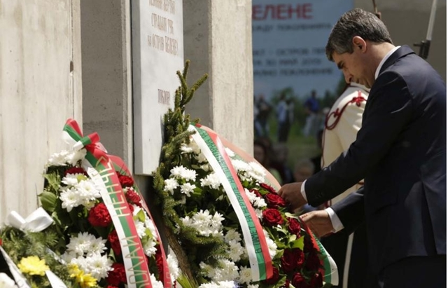 Bulgaria's President Plevneliev honours victims of communism in Belene