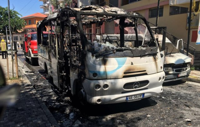 Fire in the Orthodox Church bus, one dead and 12 wounded