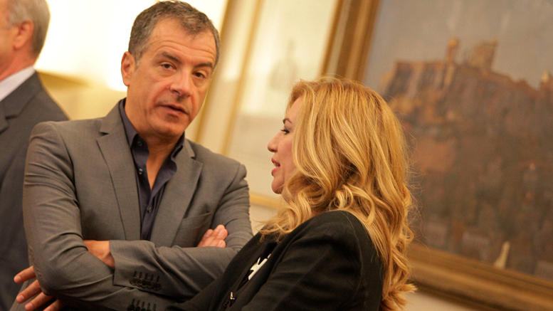 Conflict between PASOK and The River for the invitation to Theodorakis