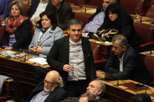 """Syriza faction """"Group of 53"""" fires warning to Prime Minister"""