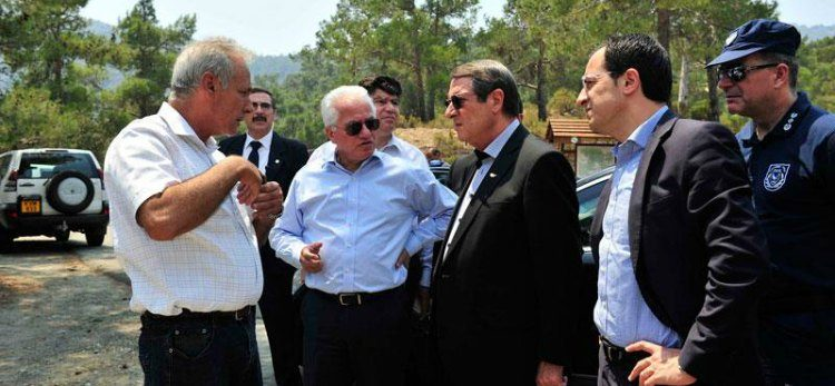 Anastasiades, expresses gratitude to everyone who battled with the blaze in Solea region