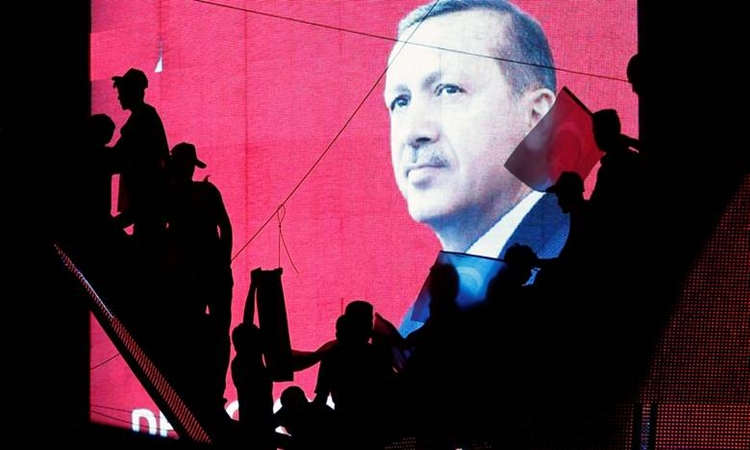 Erdogan is preparing incisions throughout the State structure