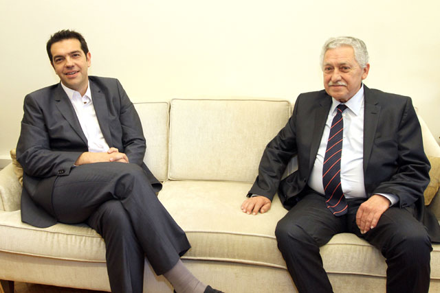 Tsipras holds successive meetings with political leaders to discuss the new electoral law
