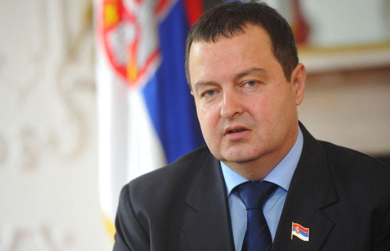 DACIC: Çavuşoğlu should kneel down before Serbian victims