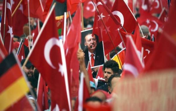 Uncertainty continues in Turkey despite assurances
