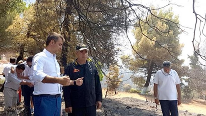 Kyriakos Mitsotakis visited the areas of Euboea affected by the fire