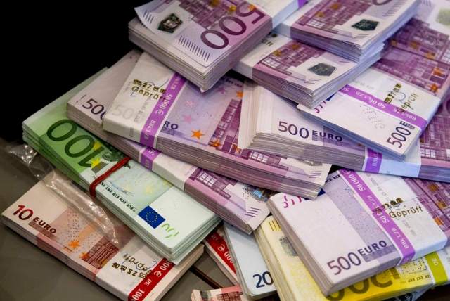 Albanians pay 100 million euros a month on travels abroad