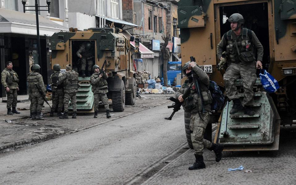 "The Kurdish issue once again ""strikes at"" Turkey"