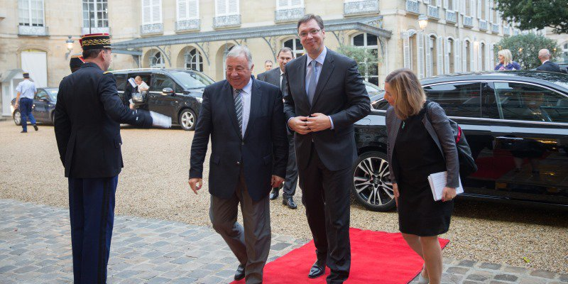 Vucic in Paris: Serbia cannot defend EU from migrants