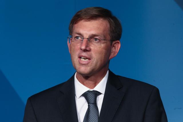Slovenia to strictly implement Schengen regime, says Cerar