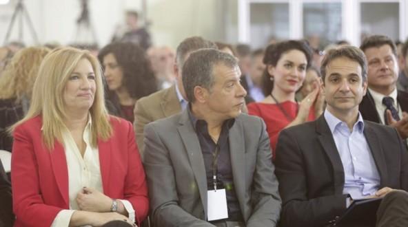 Opposition unites against Alexis Tsipras