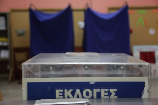 Poll: New Democracy leads SYRIZA with 10%