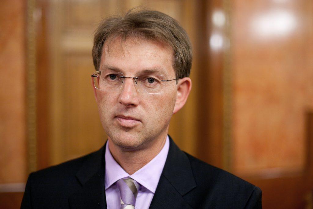 Slovenian PM announces stricter controls of border with Croatia in case of migrant wave