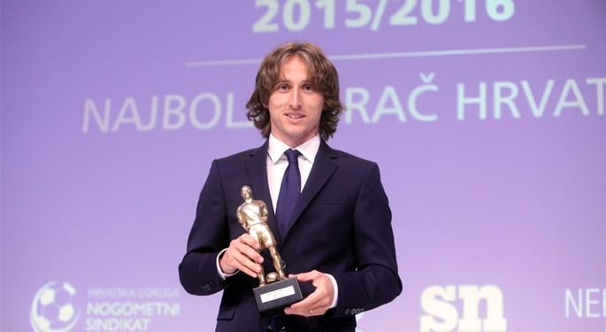 Modrić awarded Best Midfielder in La Liga and of the 30 Best in Europe