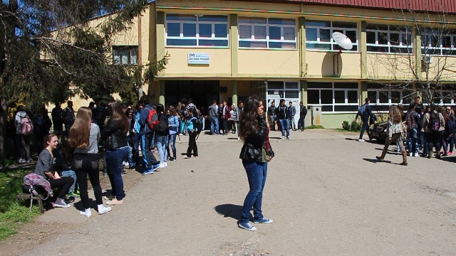 Alarming fall of the number of students in the schools of FYROM