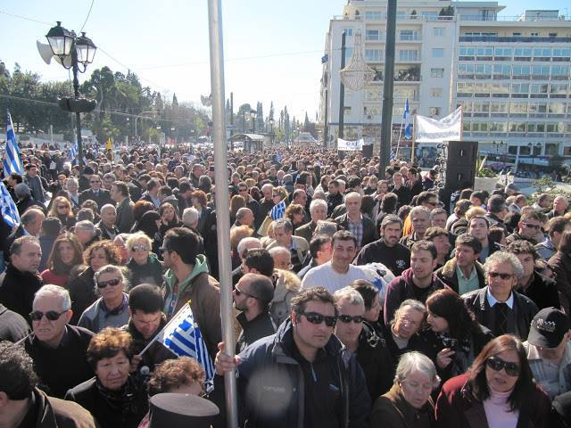 Survey: Greeks angry and pessimistic about the future