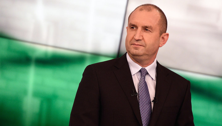 Bulgaria's outgoing foreign minister criticises president-elect over statements on Crimea