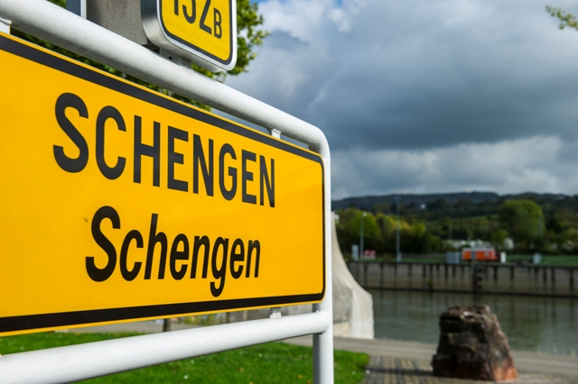 Authorization to enter the Schengen area, a facility or another division line with EU citizens?