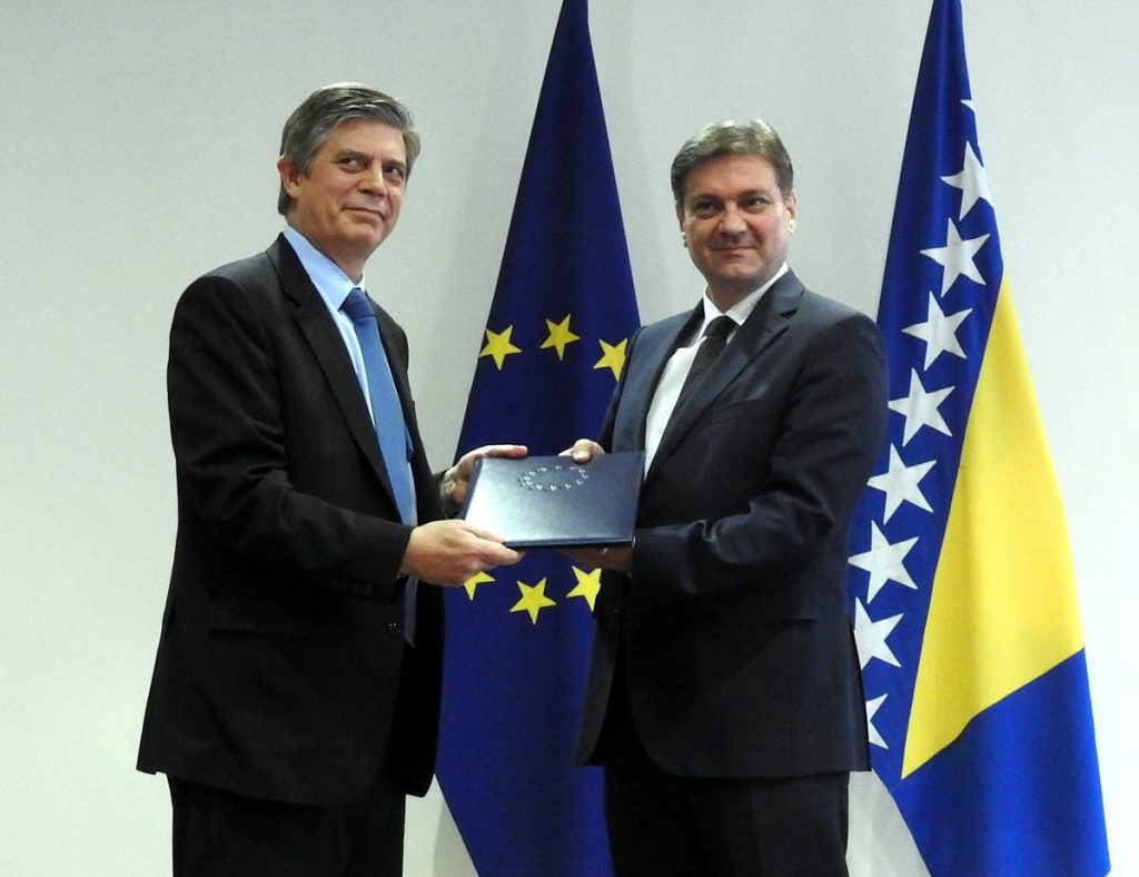 Wigemark hands Zvizdic the 2016 EU Report on BiH