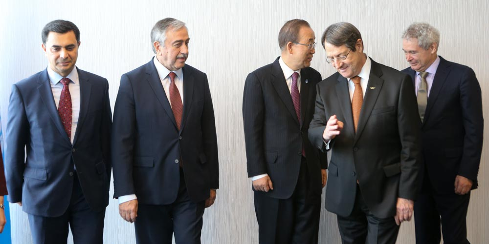 President Anastasiades holds talks on the issue of Territory with the leader of the T/c community