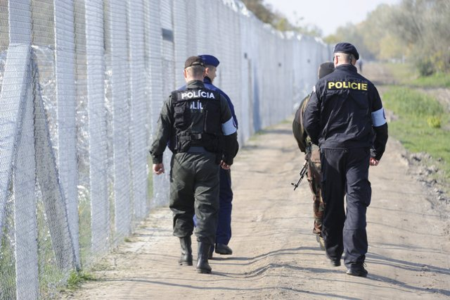 25 Slovak police officers in FYROM to help with the refugee crisis