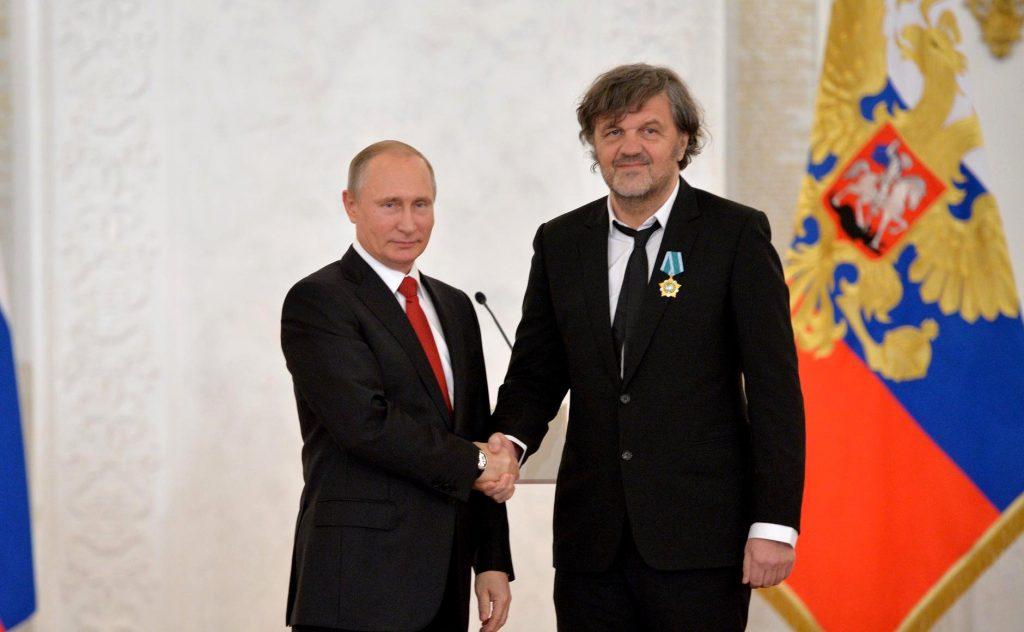 Putin awards Kusturica, filmmaker praises Kremlin