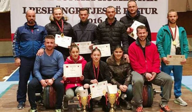Weightlifting, double victory for Tirana