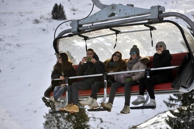 Ski season opens without snow