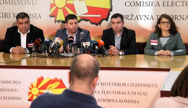 Polling stations in FYROM close, narrow difference between parties