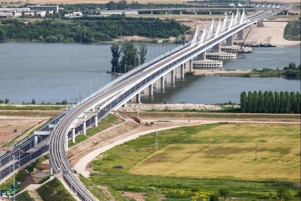 Bulgaria and Romania agree on deal to ease Danube Bridge lorry traffic problems