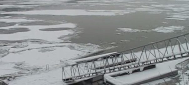 Frozen Danube causes traffic problems at Bulgaria's checkpoints at Turkish border