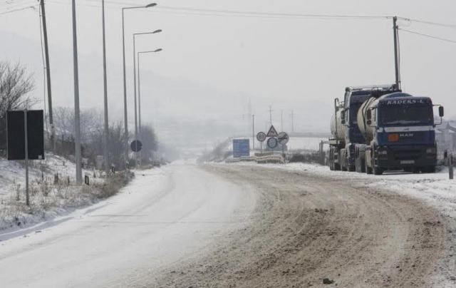 Buses and lorries blocked on the border with Greece