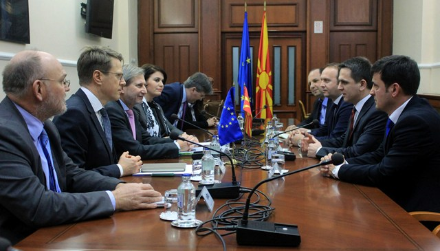 Hahn meets political leaders in FYROM