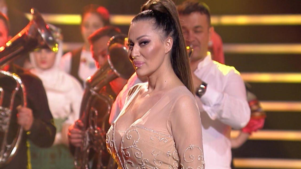 Serbian folk star prays to Jesus to support Vucic