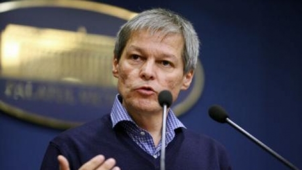 Ex-PM Dacian Ciolos officially invited to join USR