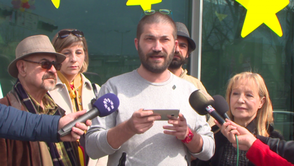 Protesters in FYROM demand a meeting with EU commissioner Hahn