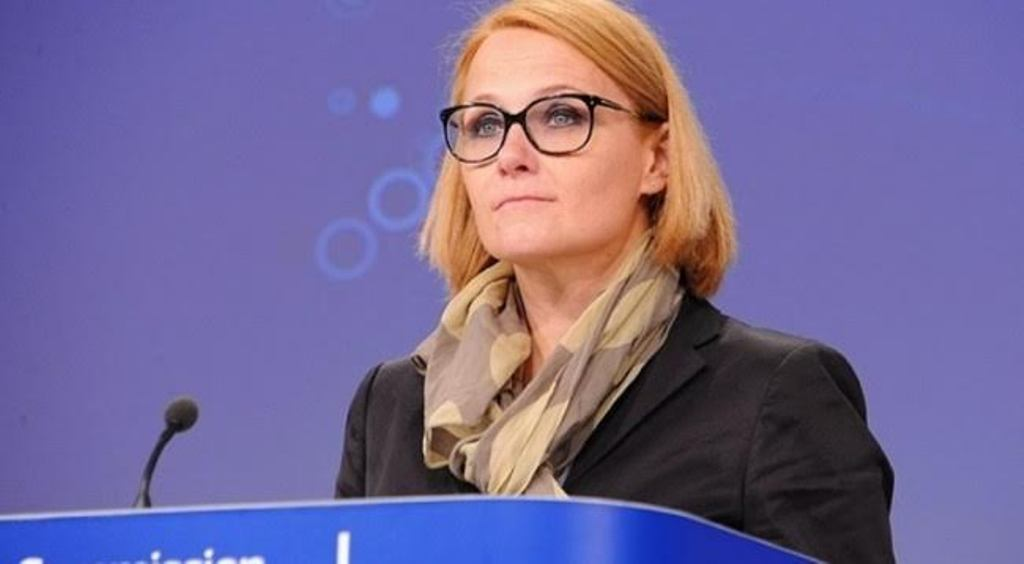 The issue of properties between Kosovo and Serbia must be solved with transparency, the European Commission says