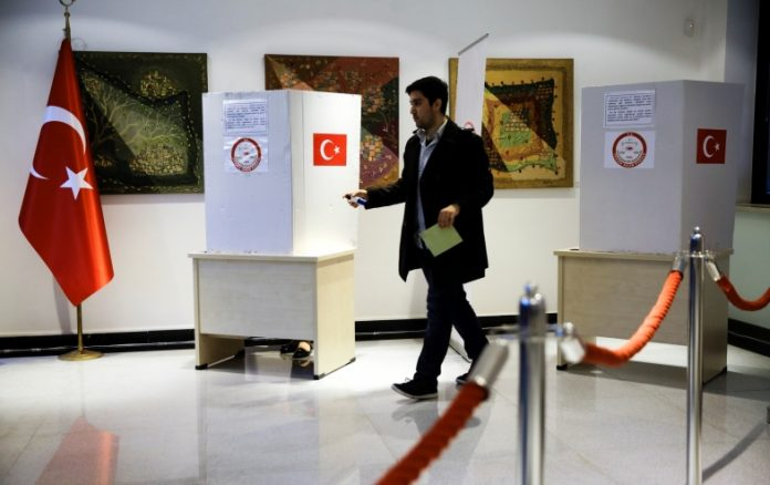 Turkish Referendum: Polls have opened for 10,000 Turks in Greece