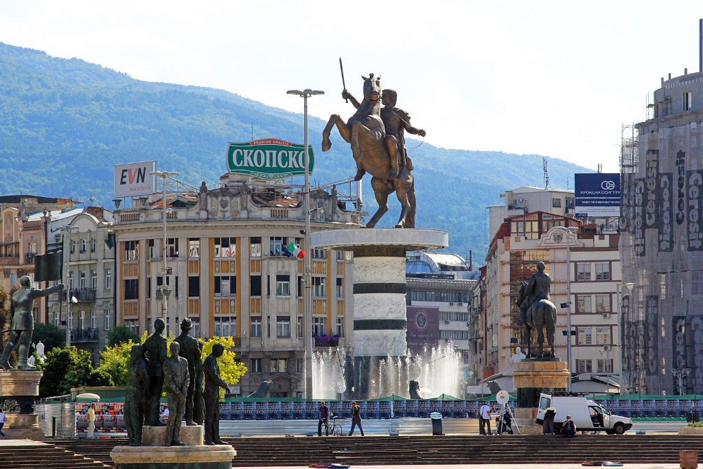 Plans to remove the monuments in Skopje and the talks about the name dispute