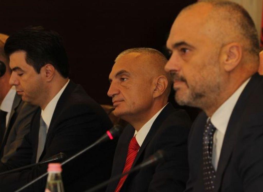 Political crisis in Albania, everyone prepared for a solution, no concrete steps