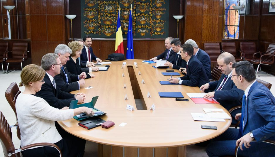 PM Grindeanu meets ExxonMobil, OMV Petrom representatives, says Gov't will support hydrocarbons offshore production