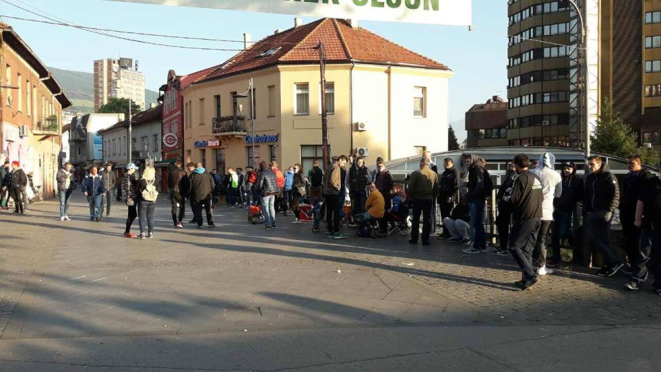 Line for tickets for football game BiH – Greece
