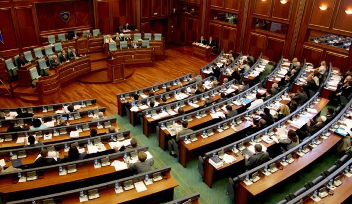 Parliament in Kosovo votes a document concerning dialogue with Serbia