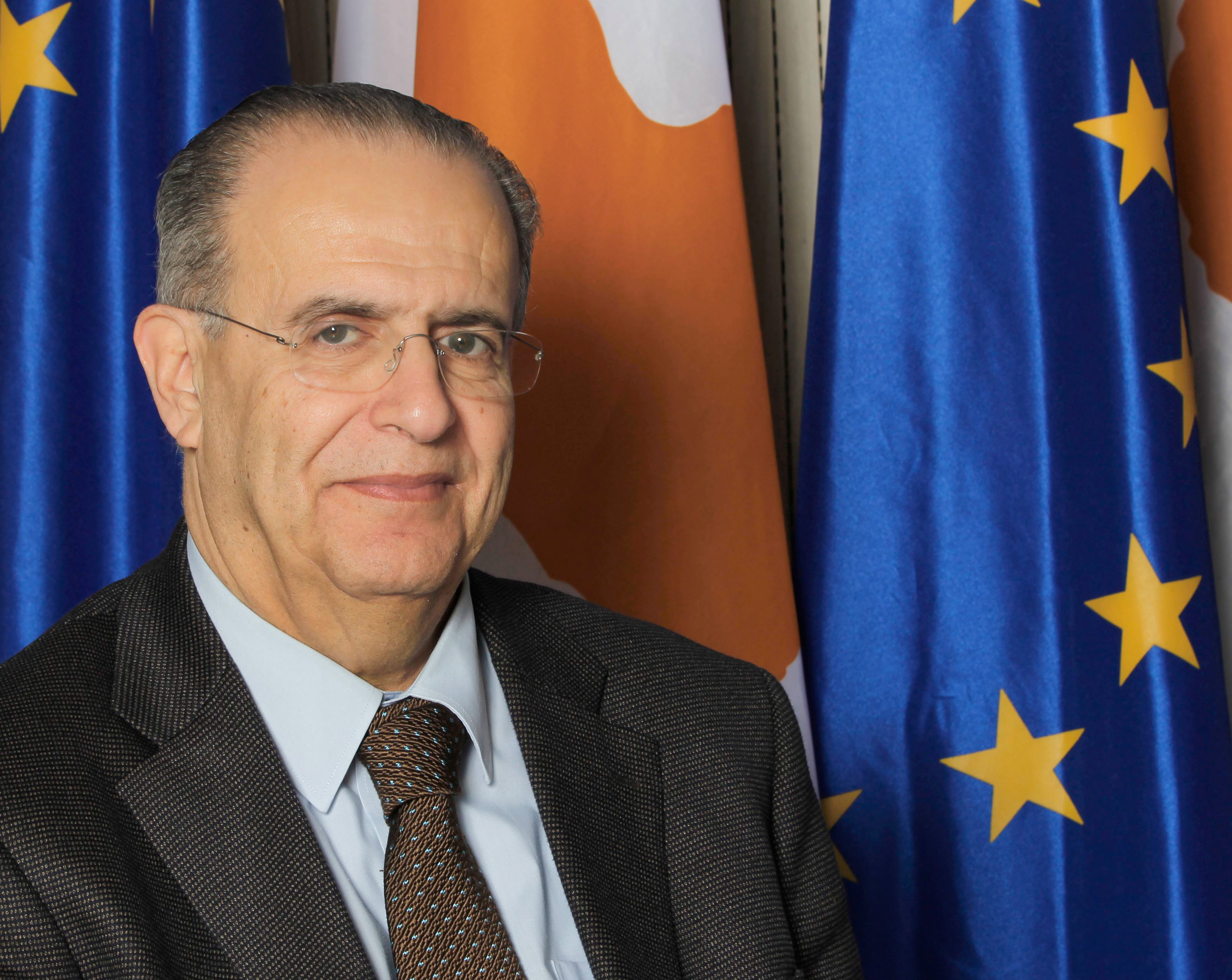 The Minister of Foreign Affairs will travel to Paris